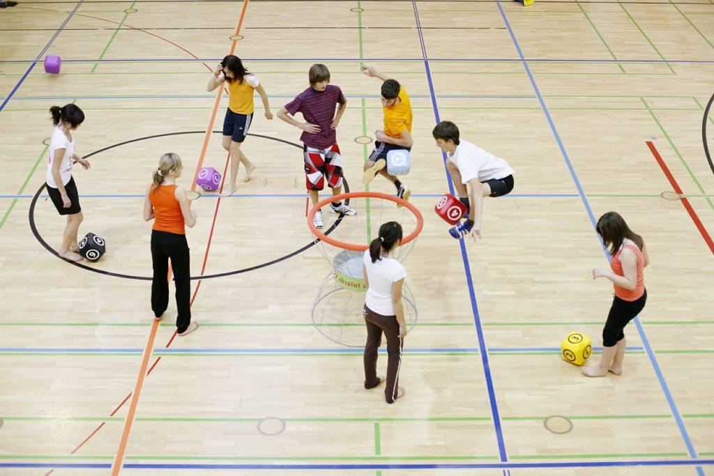 Kinder und Jugendliche beim Gruppensport